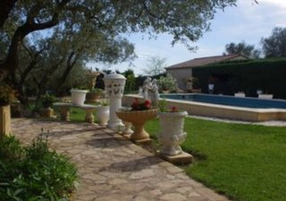 LEDENON, proche de NIMES, à proximité des commerces, des écoles, des transports, magnifique villa très bien entretenue. Cette maison saura vous séduir [...]