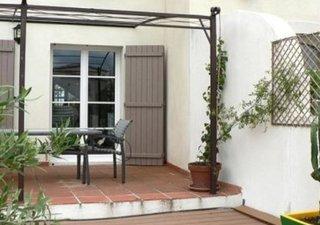 Jolie marina à Aigues Mortes, cuisine entièrement équipée ouverte sur séjour  2 chambres, 2 SdE, Wc  [...]