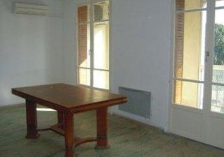 AVIGNON, PETIT PRIX POUR T4 A 15 MIN DES REMPARTS !!!!! Dans petite copro années 60 sécurisée avec portail automatique, cet appartement de 68 m² ENTIE [...]