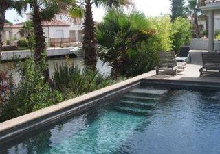 En bordure de bassin, architecture résolument contemporaine, magnifique marina 150 M2 avec piscine e [...]