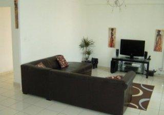 Exclusivité ! APPART lumineux, déco moderne, état impeccable, 81, 9 m2, 3 ch. DPE : D - www.capifran [...]
