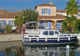 Un air de Provence dans la Marina Port du Roy.  Agréable villa nichée au coeur d\