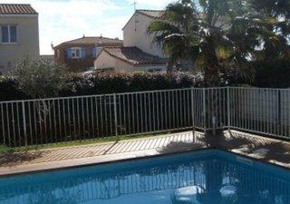 Dans un lotissement calme proche cabinet médical et école, agréable villa T5 avec piscine.  Cuisine  [...]