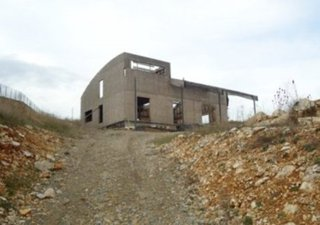Terrain + maison en cours de construction en ossature bois. Terrassement et dalle coulée. Plan dispo [...]