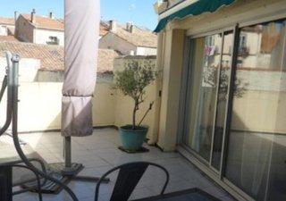 BEZIERS, vends dans petite copropriété de 2 étages, appartement de type 4 de 85m² habitables. Salon- [...]