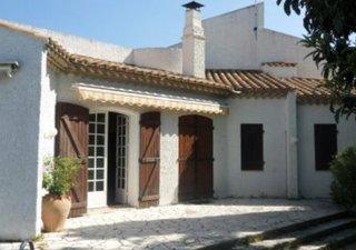 Vends, BEZIERS, au calme du quartier des Peintres, belle villa contemporaine en R+1. Composée de plu [...]