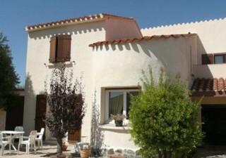 A 10 mn du centre ville de Perpignan, dans un quartier prisé et calme de SALEILLES, belle villa sur  [...]