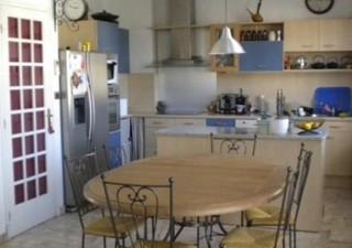 QUARTIER SAINT GAUDERIQUE/RARE: Très bel appartement de 128m² hab avec un jardinet de 23m², une pièc [...]