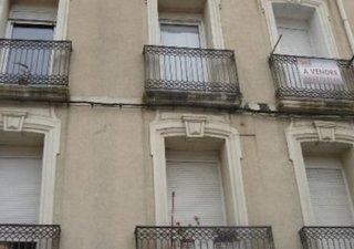 Centre ville, studio au 2ème étage, proximité tous commerces, bon état, menuiseries PVC double vitra [...]