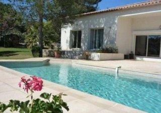 Saint gely du fesc, villa de plain-pied de 180 m², beau salon, 4 chambres dont une magnifique suite parentale, double garage, jolie piscine entourée p [...]