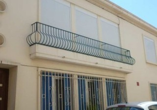 Béziers, dans une impasse proche des allées Paul Riquet, joli F3 de 60 m2 très lumineux, environnement calme, rénové en 2010, bon état. 1er et dernier [...]