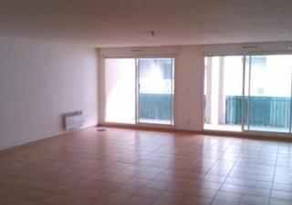 SETE PROCHE CADRE ROYAL Dans résidence standing, au 3ème étage avec ascenseur, appartement T3 de 82m² environs + terrasse de 16m². Vaste séjour de 50m [...]