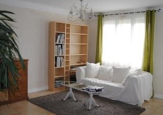 SETE Appartement t3 loggia de 75m² env.  traversant, très lumineux.  2 chambres avec placards, salon séjour donnant sur la loggia, cuisine séparée.  E [...]