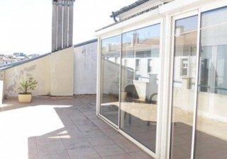 ALES centre ville, appartement comprenant trois pièces cuisine équipée, véranda + grande terrasse Surface CARREZ : 62.5 m². Soumis au statut juridique [...]