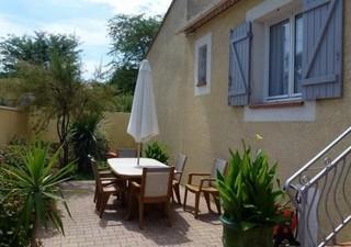 CAISSARGUES aux portes de Nîmes, coup de coeur pour cette villa de plain-pied offrant 150 m² pour se poser. Une pièce de vie de 67 m² avec cuisine US, [...]