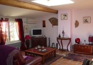 IMMEUBLE A DEUX PAS DE LA PLAGE. Entièrement rénové de 170 m² habitable divisé en 4 appartements. Au RDC un F2 avec sauna, au 1er un studio et un F2   [...]
