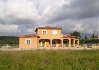 Maisons / Villas 115m� � NIMES (30000)