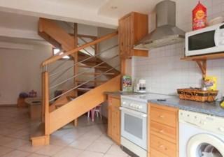 ELNE, agréable maison de village de type F3. Belle pièce à vivre ouverte, garage de 30 m², bon état, située au calme d\