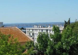 SETE. A proximité des commerces dans jolie résidence sans travaux, bel appartement F3 de 72.53 m² en [...]