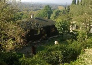 BEZIERS Ensemble immobilier composé de 2 habitations sur parcelle avec vue imprenable et sans vis à vis. Une villa de plain pied, une villa à étage, u [...]