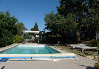 Maison spacieuse traditionnelle de 155m² avec belle piscine sans vis à vis et grandes terrasses, sal [...]