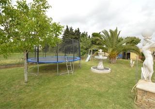 Lunel villa en R+1 de 134m² habitable sur un terrain de 1230m² clos, plat, arboré. 3 chambres dont 2 [...]