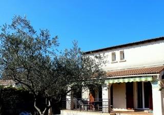 LUNEL NORD, cette charmante et fonctionnelle villa dispose de cinq chambres dont 3 au rez de chaussé [...]