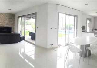 Maisons / Villas 200m� � NIMES (30000)