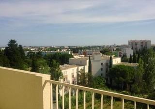MONTPELLIER Situé à quelques minutes du centre ville, dans une résidence sécurisée, appartement trav [...]