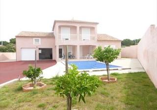AGDE Villa T5 en R+1 dans quartier résidentiel recherché, construction de 2005 sur vide sanitaire, s [...]