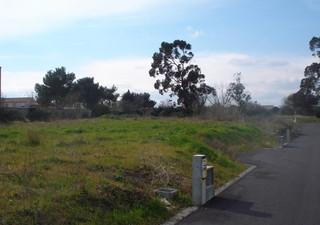 Située dans un lotissement de 16 parcelles seulement, entouré de verdure, ce terrain propose 470 m²  [...]