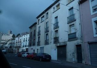 BEZIERS Studio rénové situé en rez-de-chaussée, secteur gare. Possibilité de location à hauteur de 2 [...]