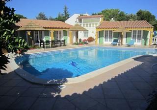 Narbonne, très belle villa de plain pied sur 2500 m² de terrain arboré, clôturé, comprenant : séjour [...]