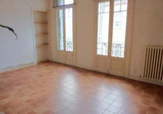 PR. PLACE ARAGO F3 (2éme étage) dans Maison ancienne avec du Cachet composé d\