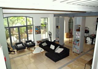 En plein coeur de ville magnifique appartement de 240 m² avec cour de 90 m², offrant un séjour cuisi [...]