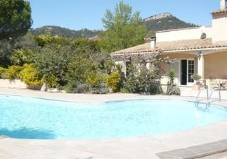 Belle villa provençale de 250 m² hab., offrant un séjour de 48 m², salle à manger de 20 m², 4 chambr [...]